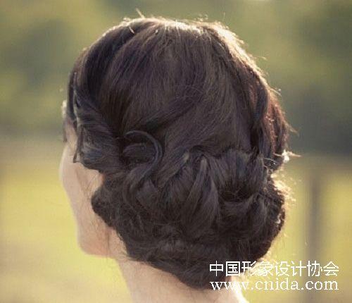 8款优雅低发髻新娘盘发造型