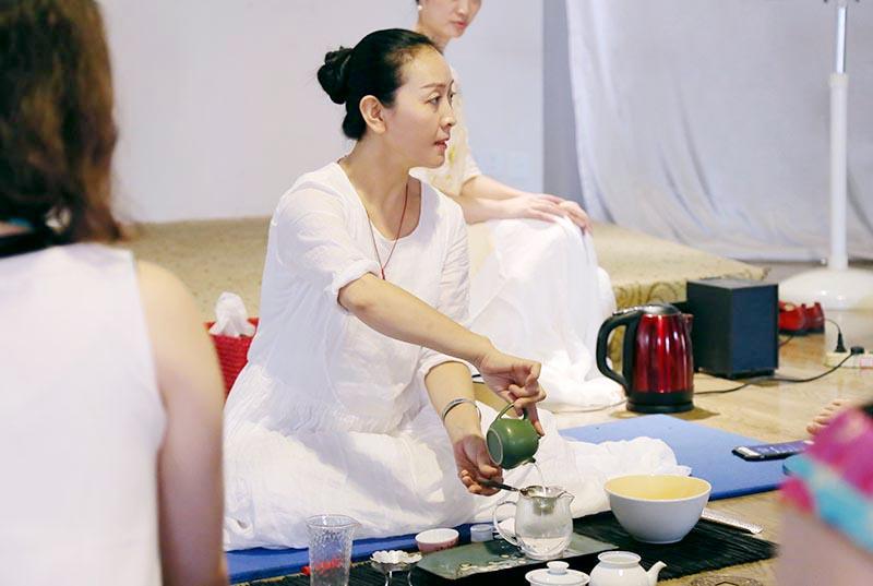 茶会课堂上的徐文波老师