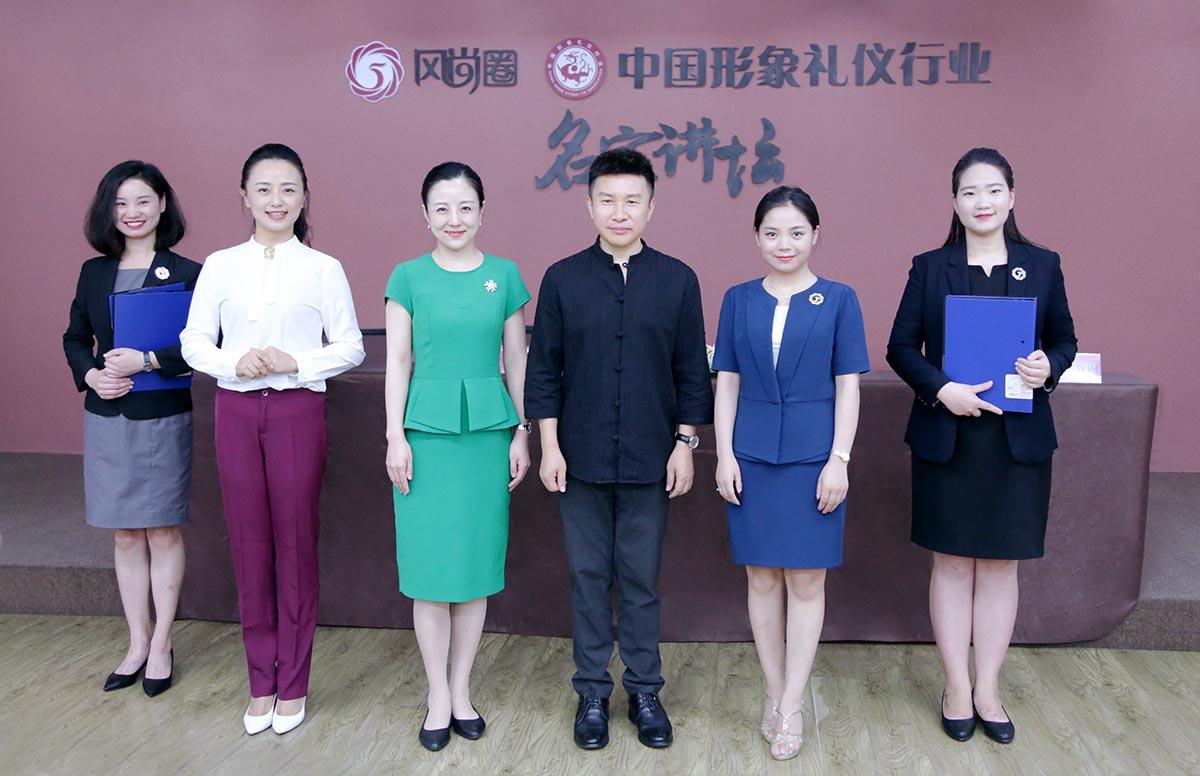 成都电子圈,深圳教材圈签约举行礼仪在京成立外研社七上仪式形体图片