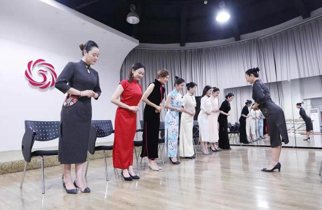 形体仪态训练营旗袍